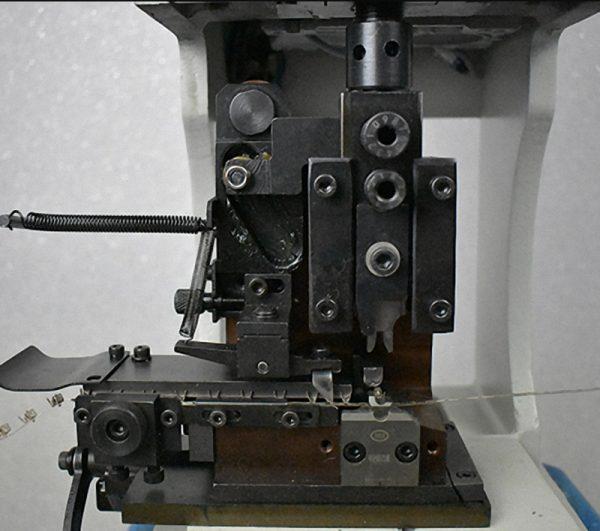 AM30215T/AM3032T/AM3053T/AM3064T Пресс для опрессовки клемм. Любой станок только напрямую от производителя! www.vbobylev.ru Присылайте Тех. задание на адрес: vbobylev@mail.ru